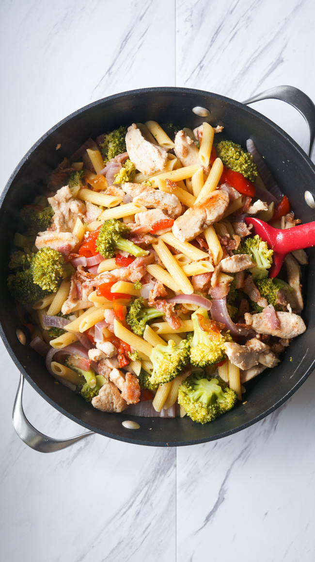One Pot Chicken Pasta with Roasted Red Peppers, broccoli, thinly sliced red onion, and of course, bacon!!