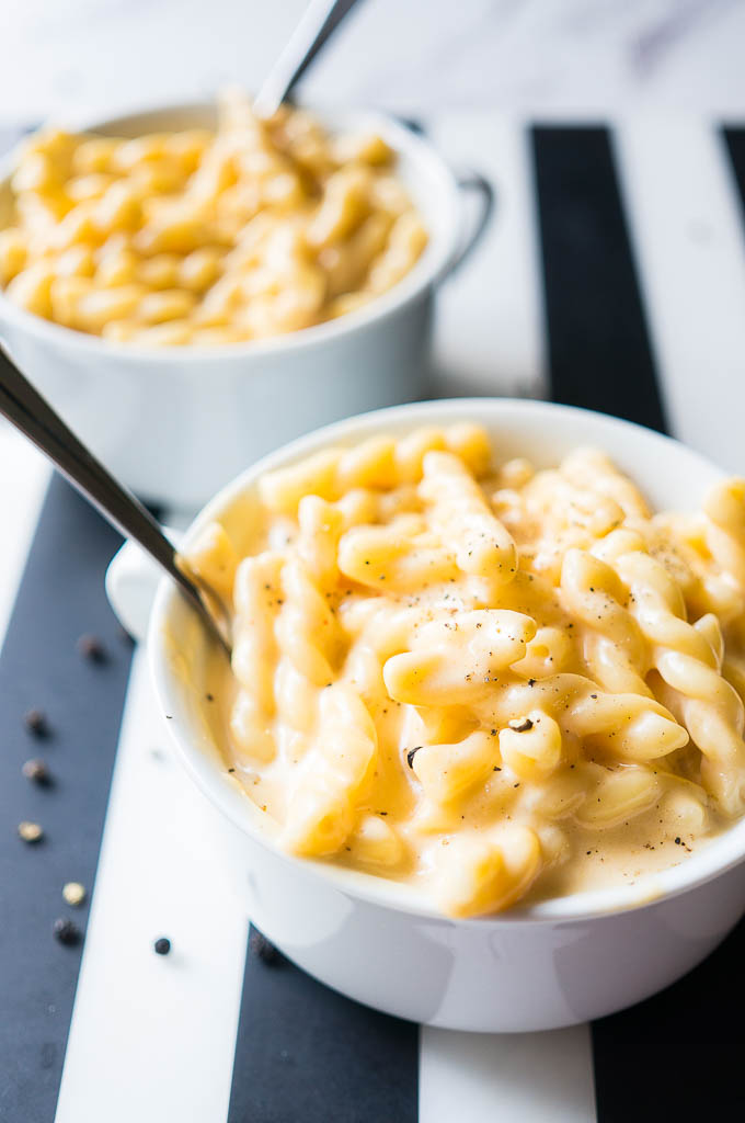 Pressure Cooker 10 Minute Easy Mac. Extra creamy, delicious, and cheesy, this homemade macaroni and cheese is the recipe to turn to for ultimate goodness.